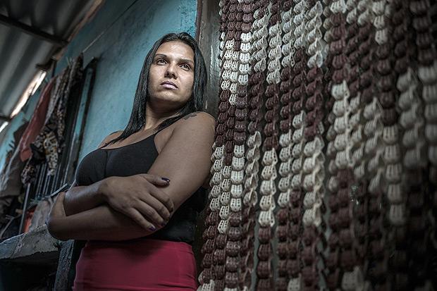 Rubi de La Fuentes, 32, faxineira e banqueteira que tem cicatrizes de agressões sofridas. Foto: Keiny Andrade/Folhapress