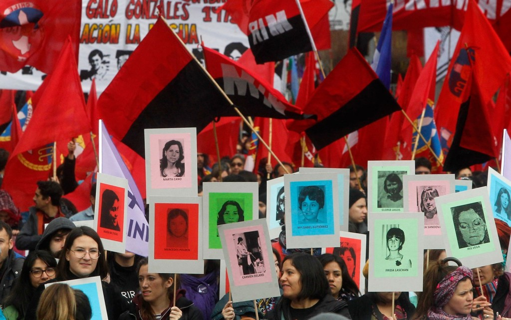 Manifestação para recordar as vítimas da ditadura de Pinochet. Foto: Claudio Reyes/AFP