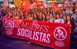 Mujeres socialistas de Chile en el acto por el 8 de marzo