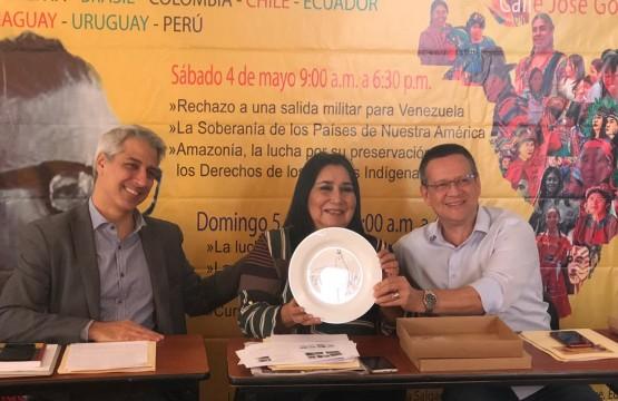Molon (secretário-geral eleito), Aída (membro do PS e ex-embaixadora do Peru) e Beto Albuquerque.
