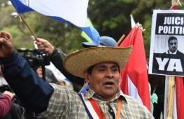 Manifestante pide la destitución del presidente. Foto: Norberto Duarte/AFP