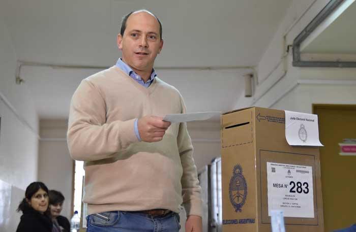 Luis Solana vota en las elecciones primarias. Foto: PS de Argentina