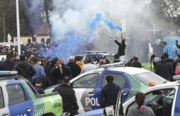 09-09-2020 Buenos Aires: Efectivos de la policía bonaerense realizan una manifestación en Puente  12, partido de la Matanza, bajo un reclamo de mejora salarial. Foto: Analia Garelli/aa